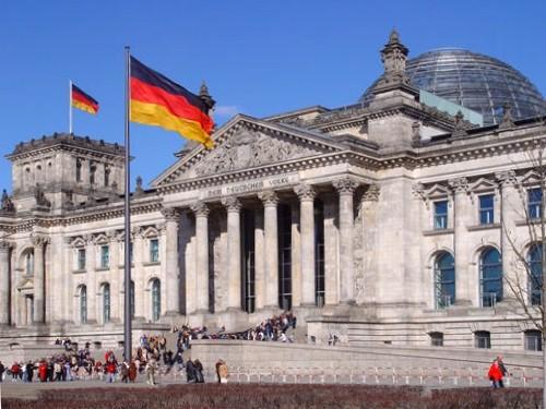 Germania, arriva il salario minimo: 8,50 euro all'ora per tutti
