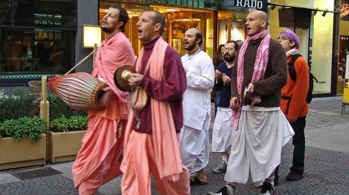 Un gruppo hare krishna