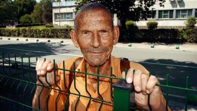 anziani che guardano cantieri diventano consulenti