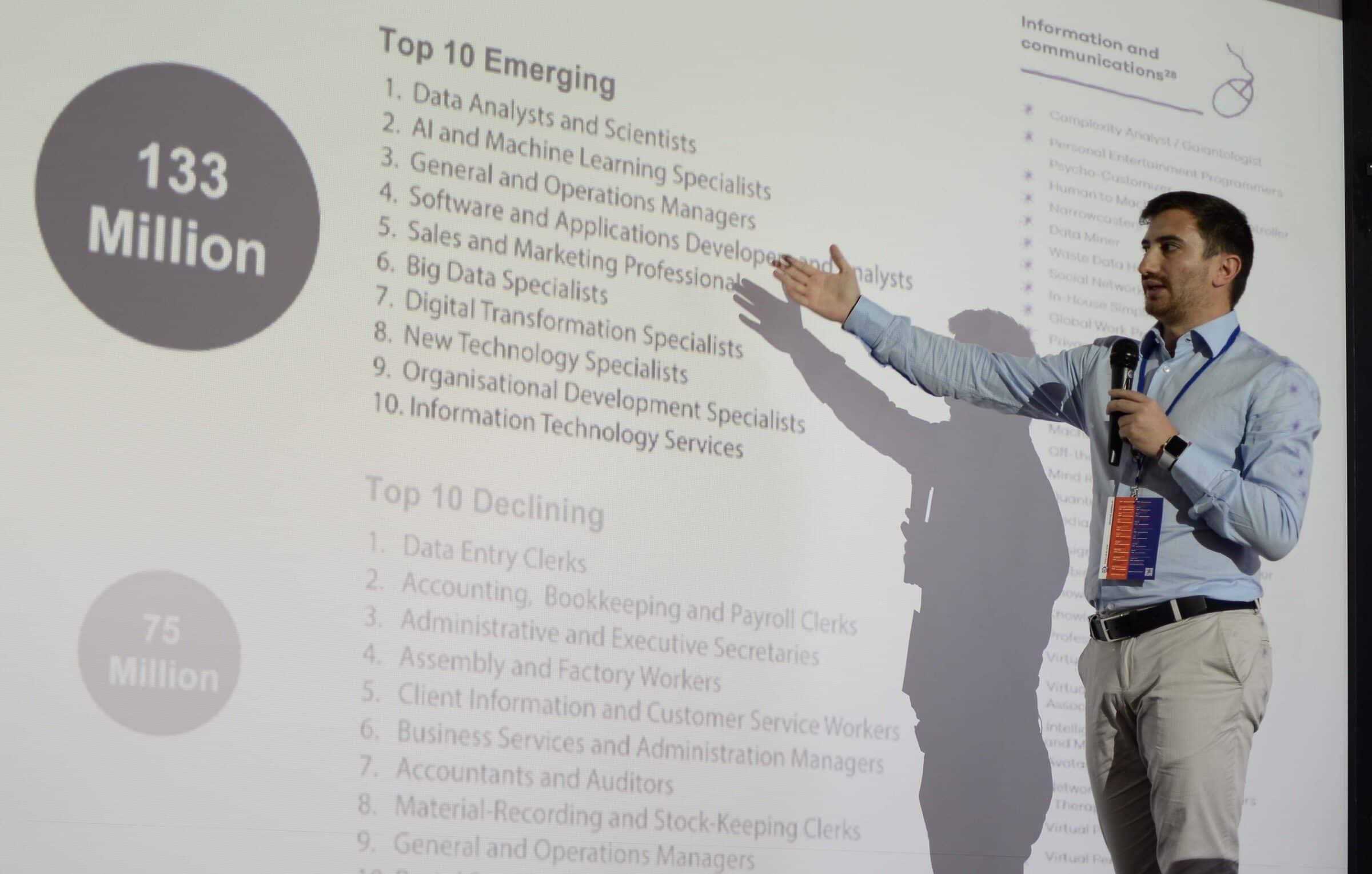 Un momento di una presentazione di una azienda all'edizione 2018 del TECH JOBS fair